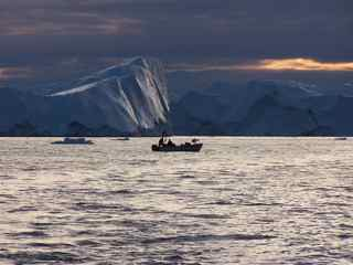 Iceberg et barque